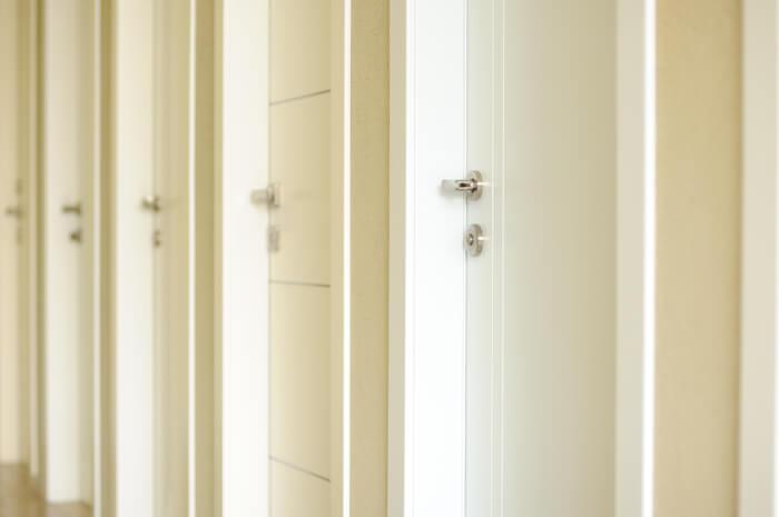 דלתות אורן עם קסם מיוחד